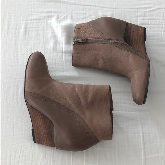 Vince Camuto Shoes - Vince Camuto Wedge Heels